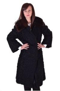 Επιβλητικό γυναικείο παλτό από φυσική γούνα