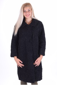 Καλοσυγυρισμένο γυναικείο μακρύ παλτό από αστρακάν