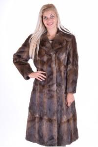 Ομορφο παλτό από μοσχοπόντικα