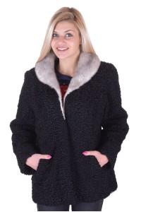 Μοντέρνο γυναικείο παλτό από αστρακάν