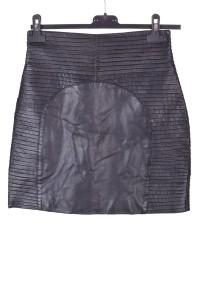 Μοντέρνα δερμάτινη φούστα